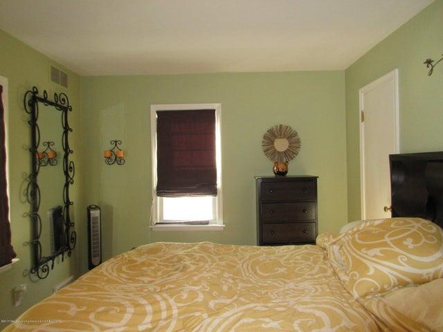 411 Lasalle Blvd - Large Bedroom - 16