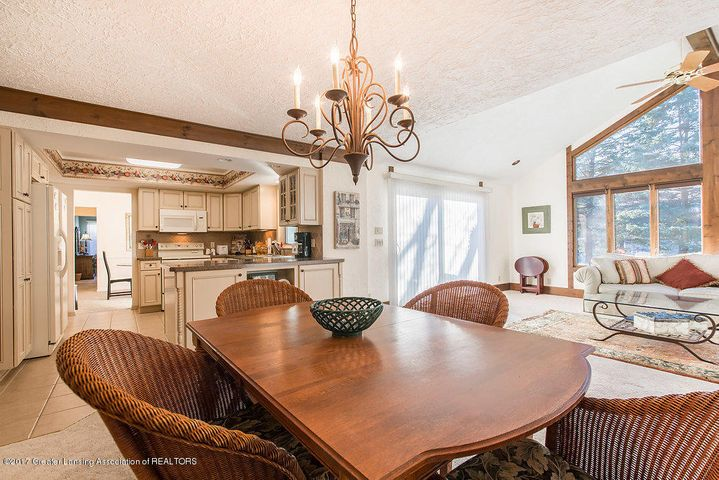 2157 Riverwood Dr - 942A5169-HDR - 15