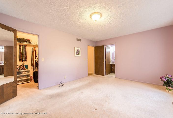 2157 Riverwood Dr - 942A5102-HDR - 21