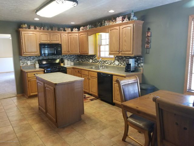 105 S Canfield Rd - Kitchen - 8