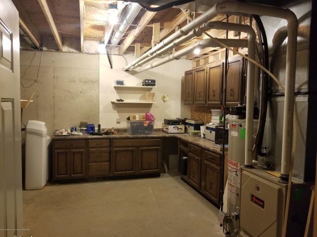 105 S Canfield Rd - Utility Room - 27