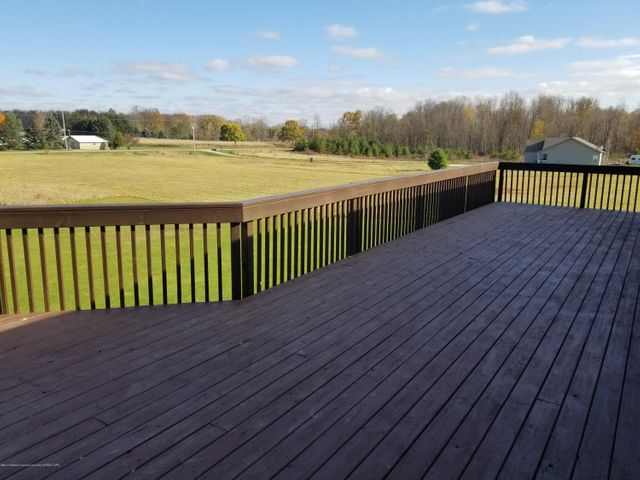 105 S Canfield Rd - Back Deck - 32
