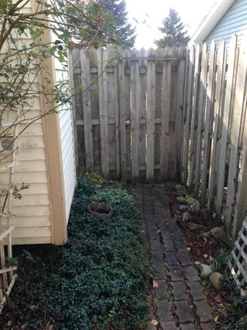 4742 Omar Dr - Path from Rear Deck to Front - 37