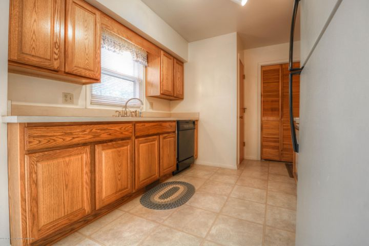 14771 Idylcrest Dr - Kitchen - 8