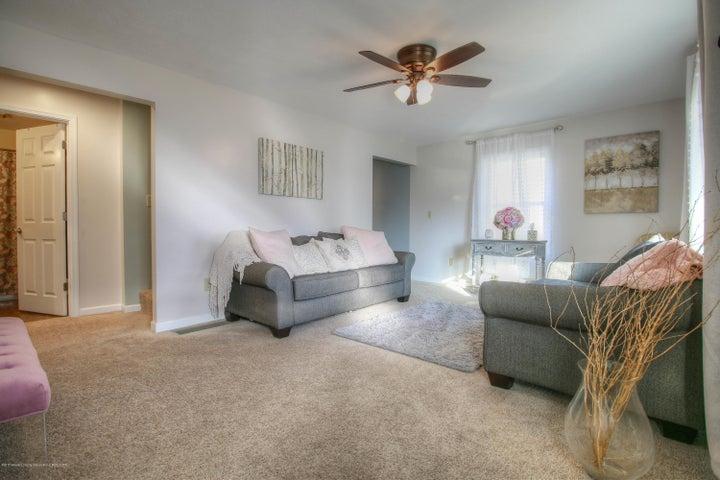 428 Johnson St - Living room - 3