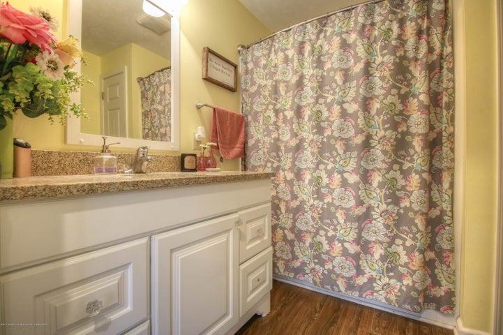 428 Johnson St - Bathroom - 7