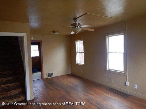 1331 Glenrose Ave - LIVING ROOM (2) - 4