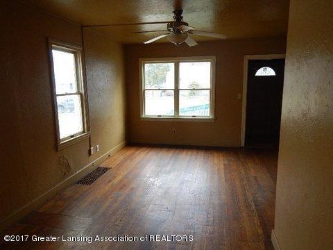 1331 Glenrose Ave - LIVING ROOM (3) - 5