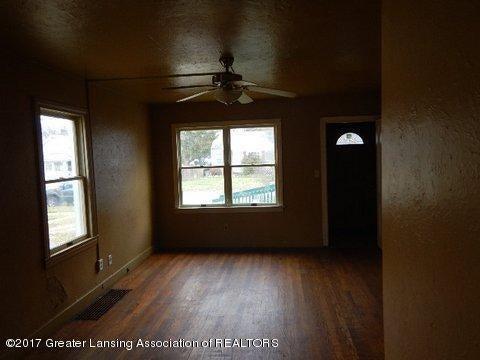 1331 Glenrose Ave - LIVING ROOM - 6