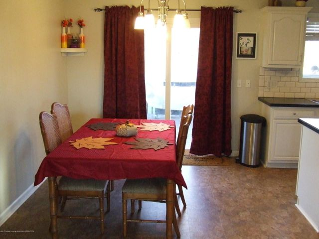 4936 Pine Hill Dr - Dining area - 7