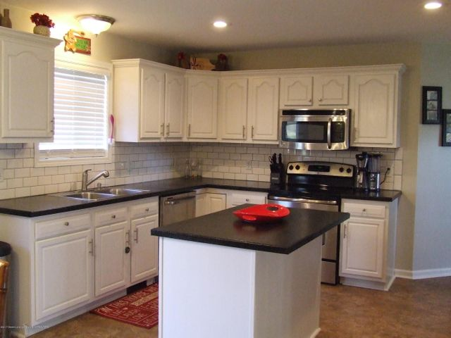 4936 Pine Hill Dr - Kitchen - 3
