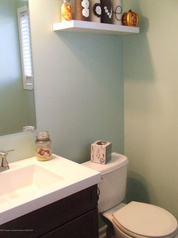 4936 Pine Hill Dr - Half bathroom on first floor - 16