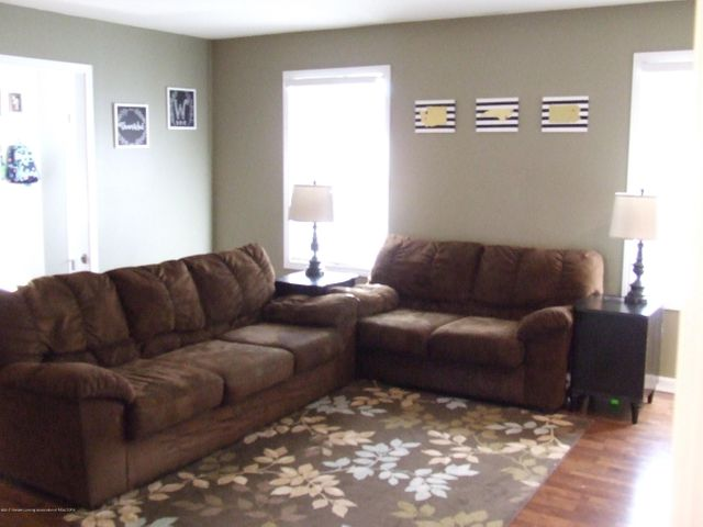4936 Pine Hill Dr - Living room - 9