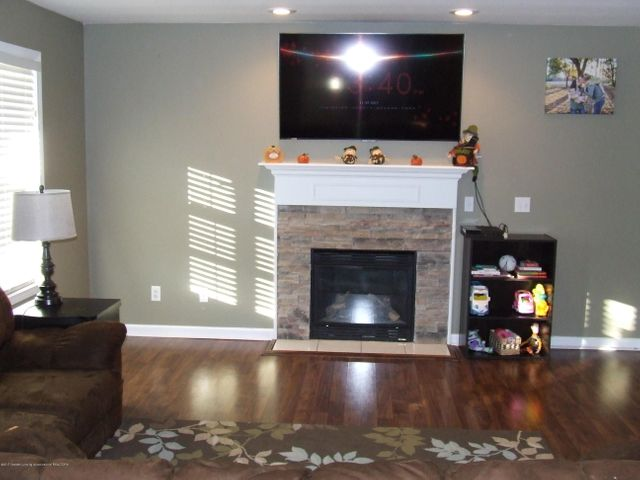 4936 Pine Hill Dr - Living room - 8