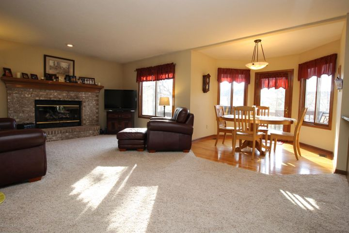 2339 Anchor Ct - 7.  Open Casual Living - 7