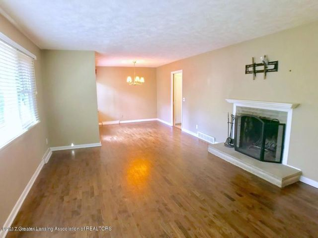 805 Cowley Ave - Living Room - 6