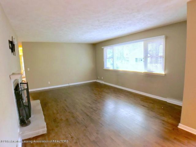 805 Cowley Ave - Living Room - 7