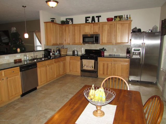 122 Lake Ridge Dr - Kitchen - 8