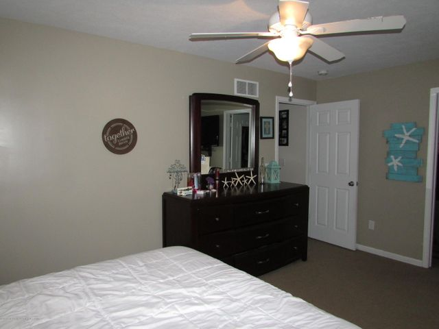 122 Lake Ridge Dr - Master Bedroom - 13