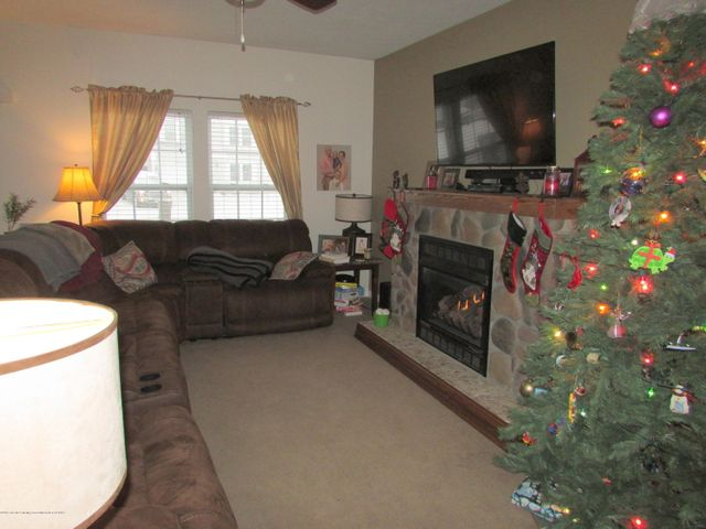 122 Lake Ridge Dr - Living Room - 3