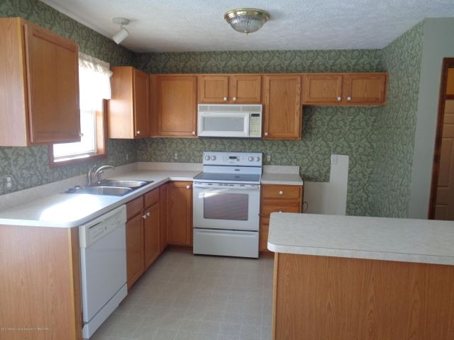 13813 G K Dr - GK Kitchen 2 - 5