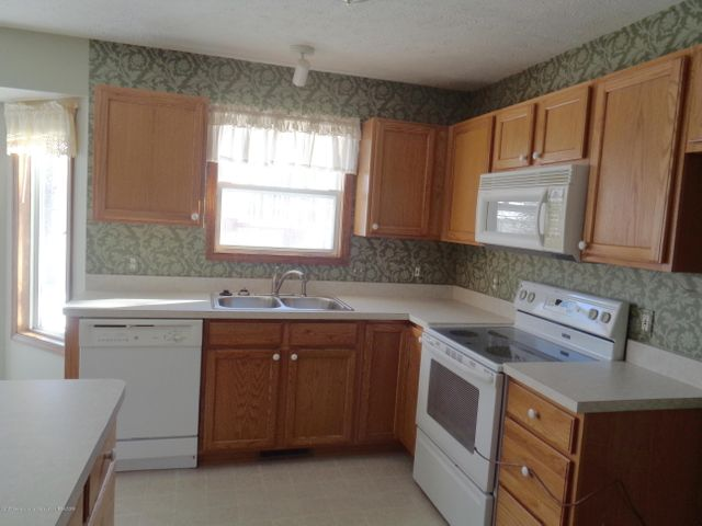 13813 G K Dr - GK kitchen - 6