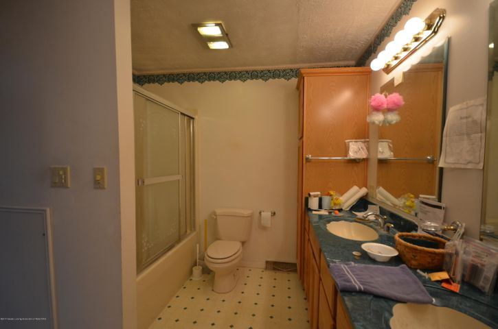 1431 Water St - Master bathroom - 37
