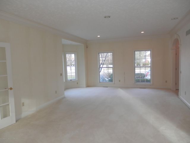 1401 Dennison Rd - Bay window in living room - 31