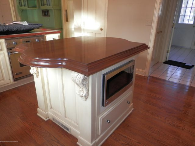1401 Dennison Rd - Wood topped island - 17