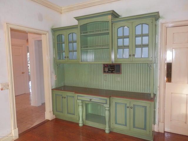 1401 Dennison Rd - Built-in hutch/planning desk - 19