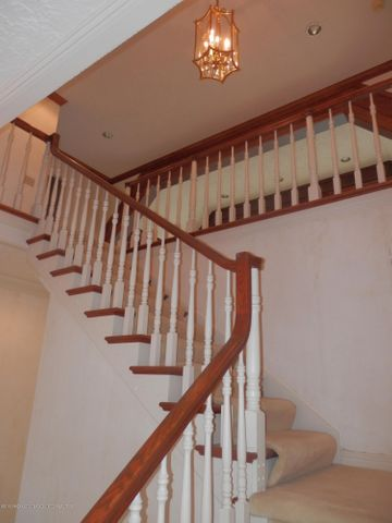 1401 Dennison Rd - Front stairway - 24