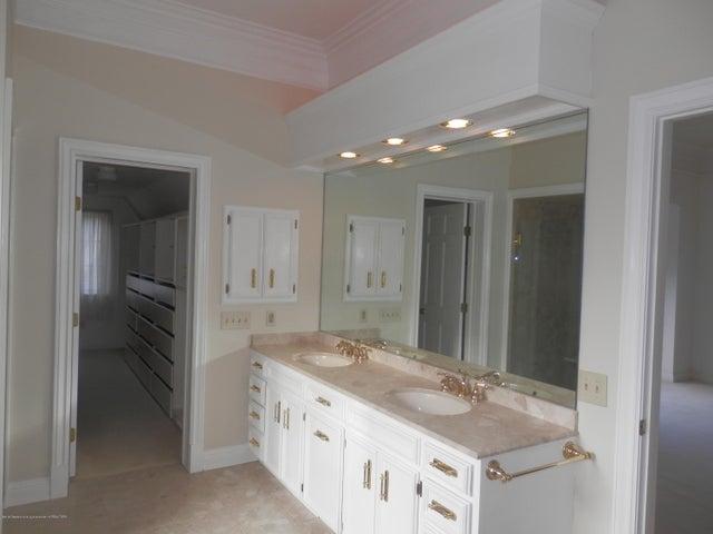 1401 Dennison Rd - Master Bathroom - 27