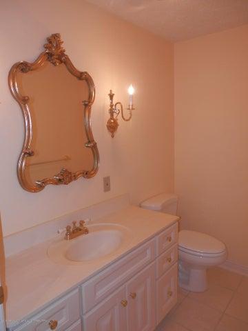 1401 Dennison Rd - LL guest half bath - 42