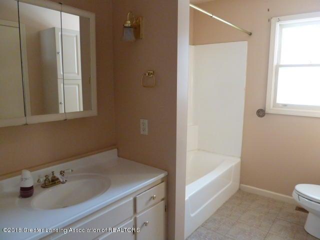 114 Kilkelly St - Bathroom Upper - 14