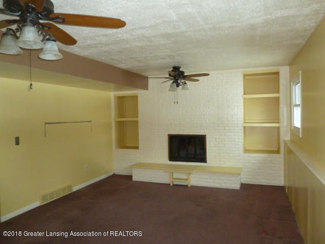 114 Kilkelly St - Family Room View 1 - 8