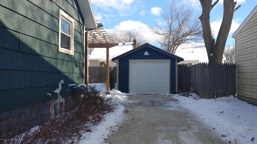 838 Cawood St - Cawood - Garage from drive - 7