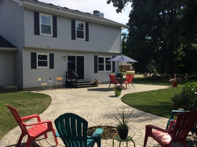 1240 Castlewood Cir - patio 2 - 45