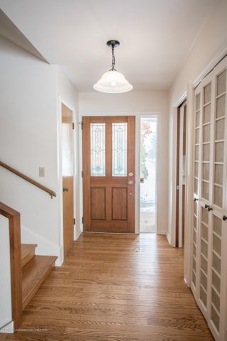 321 Loree Dr - Foyer - 3