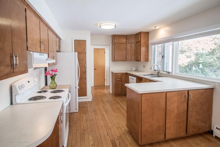 321 Loree Dr - Kitchen - 12