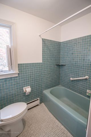321 Loree Dr - 2nd Level Full Bathroom - 21