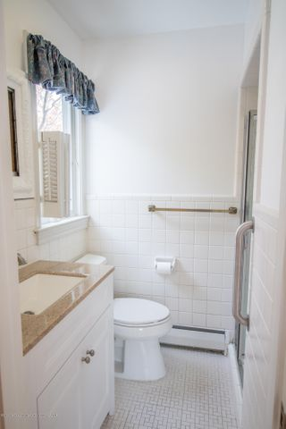 321 Loree Dr - Master Bathroom - 17