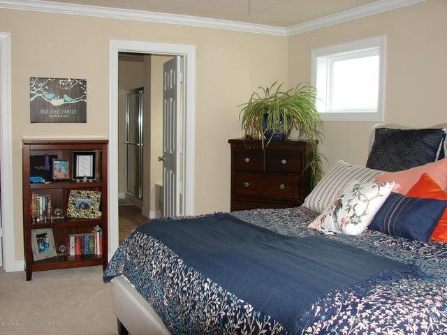 5956 Hemlock Dr - Owners Suite - 11