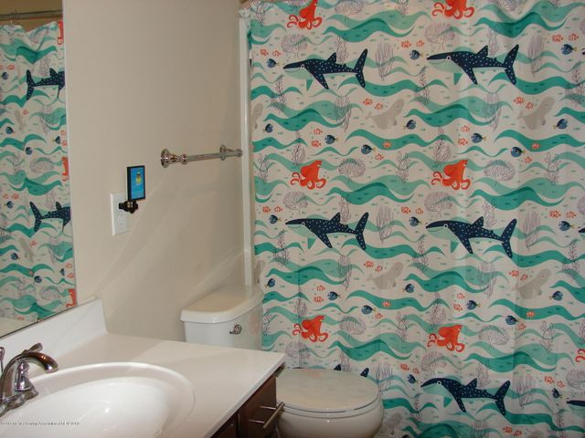 5956 Hemlock Dr - Full Bath *up - 13