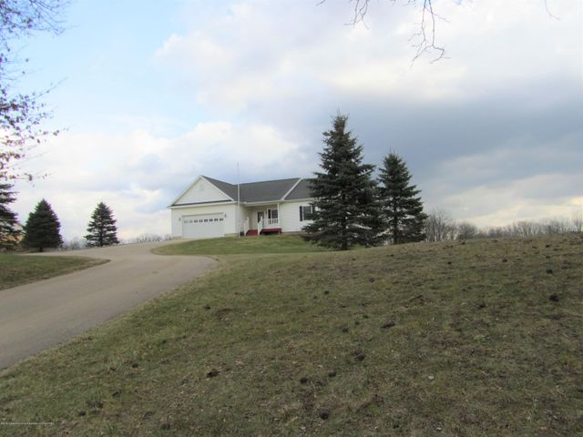 9339 St Clair Rd - Front yard/driveway - 30