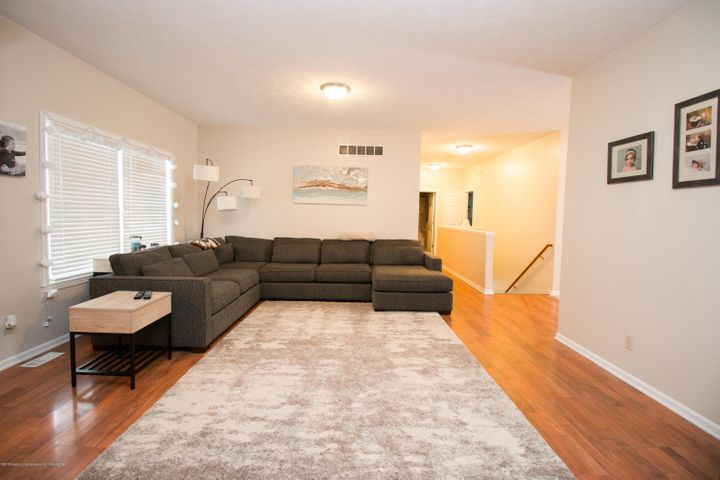 9339 St Clair Rd - Living room - 3