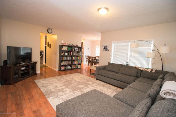 9339 St Clair Rd - Living room - 5