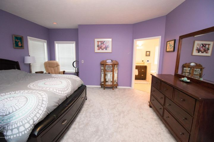 9339 St Clair Rd - Master bedroom - 13