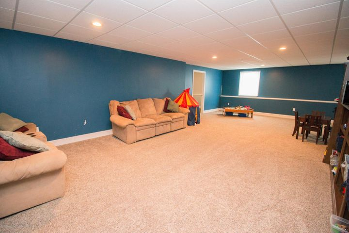9339 St Clair Rd - Family room - 21