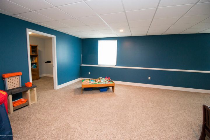 9339 St Clair Rd - Family room - 22