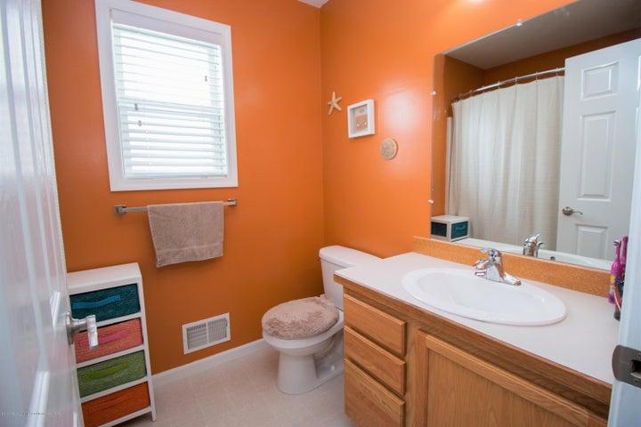 1819 Merganser Dr - Bathroom 2 - 17